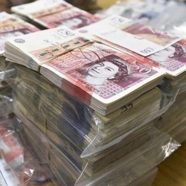 £100,000 pounds counterfeit